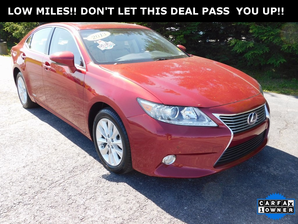 Pre-Owned 2013 Lexus ES 300h FWD 4D Sedan