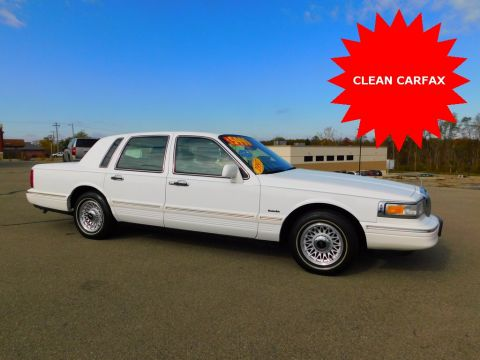 Pre-Owned 1997 Lincoln Town Car Executive